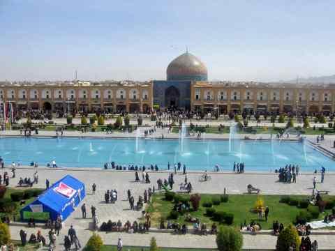 http://iranpanjare.persiangig.com/www.iranpanjare.blogfa.com/esfahan/esfahan/nagshe%20jahan/480x360/iran-esfahan-medan%20emam-pic%20001.jpg